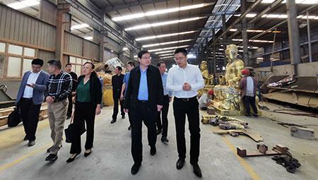大冶市委书记王刚来公司调研文化产业发展情况